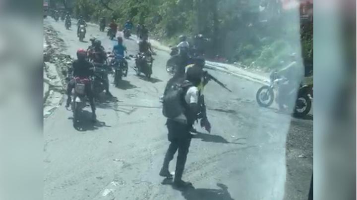 Автобус сборной Белиза по футболу в Гаити остановили вооруженные бандиты