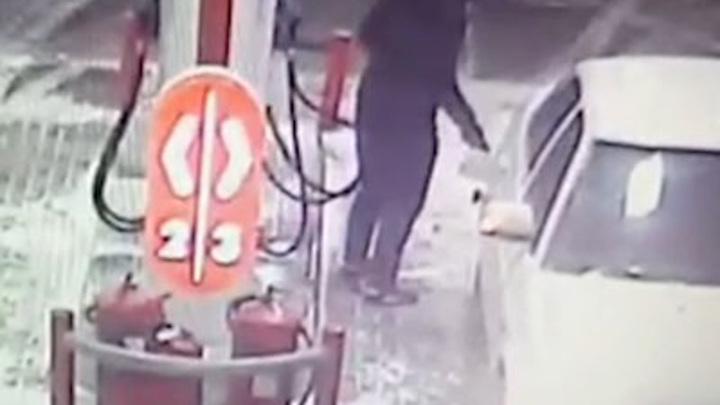 Двое волгоградцев похитили свыше 200 литров бензина с АЗС