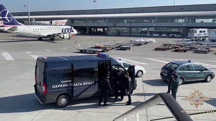 Болгария выдала России обвиняемых в убийстве и бандитизме россиян