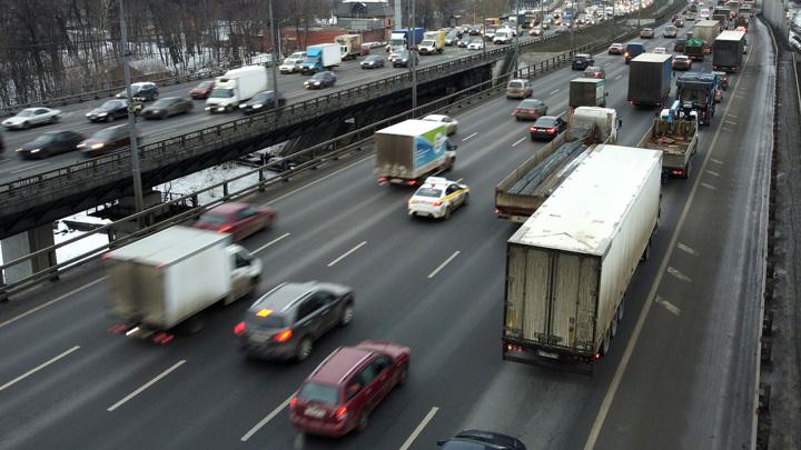 Москва отложила ограничения для небольших грузовиков
