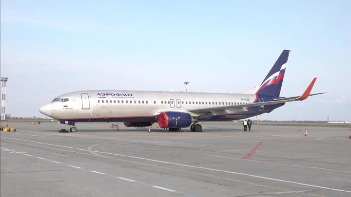 В Казани вынужденно сел самолет из Питера, пассажирке стало плохо