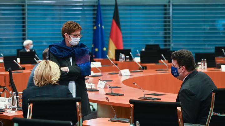 """Германия заявила об """"атаках, которые могут быть связаны с Россией"""""""