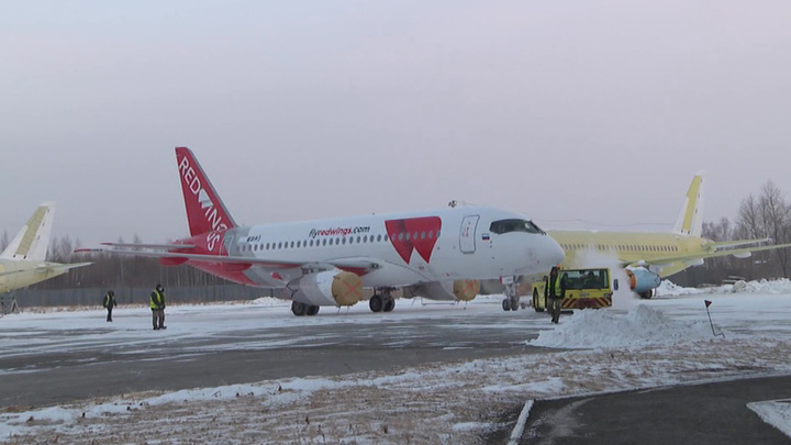 Superjet экстренно приземлился в Челябинске