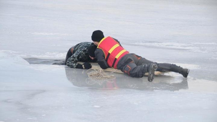 На Рыбинском водохранилище снегоход провалился под лед