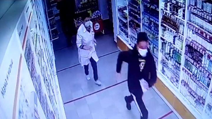 В Уфе из аптеки грабители похитили антивирусные средства и попали на видео