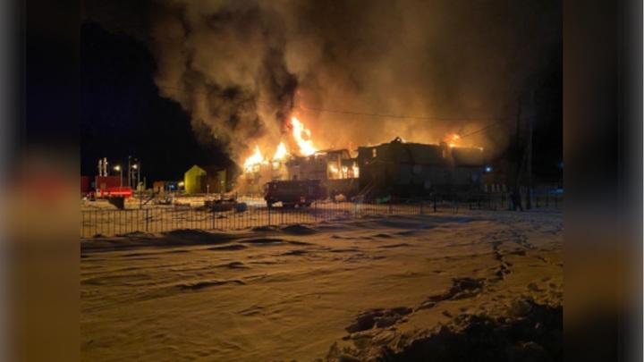 В Якутии на пожаре погибли две женщины и двое маленьких детей