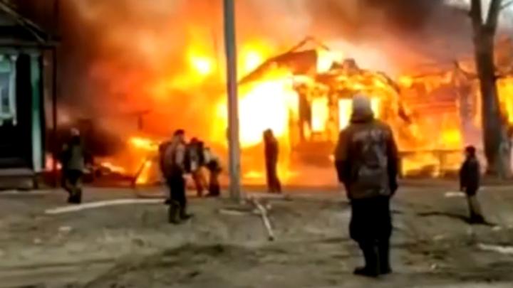 Объяты красным пламенем: в Нижегородской деревне дотла сгорели два дома