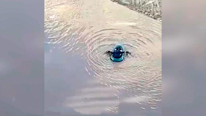 Отечественная Венеция. Житель Нефтекамска пересел с автомобиля в лодку