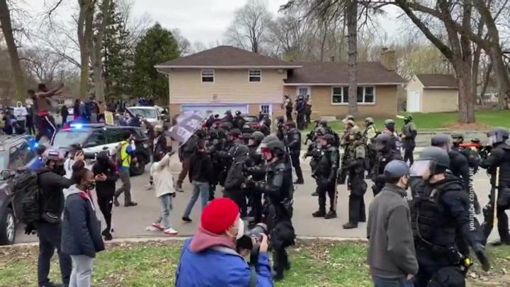 В Миннесоте полицейские застрелили чернокожего мужчину