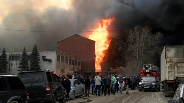Поджог мог стать причиной масштабного пожара на Невской мануфактуре
