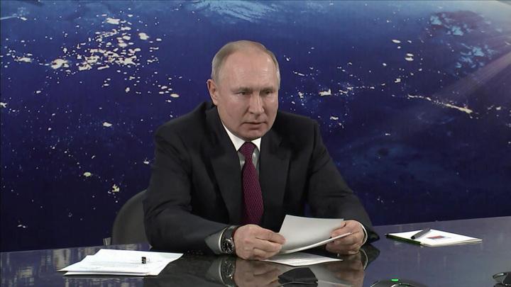 """Владимир Путин посетил """"Парк покорителей космоса"""" в городе Энгельсе"""