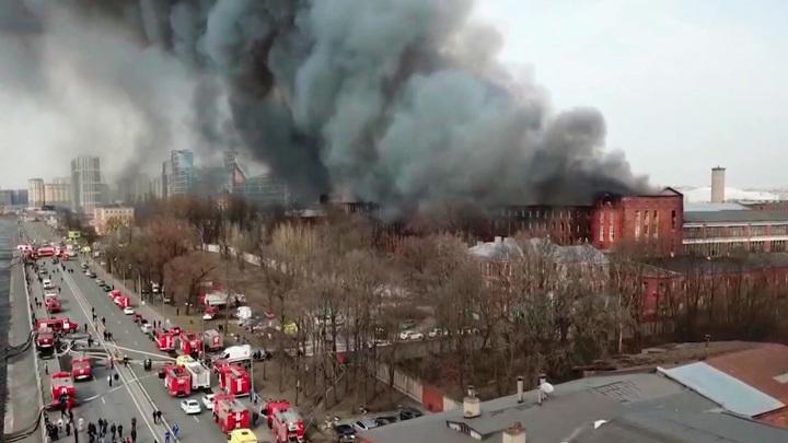 """Причиной крупного пожара на """"Невской мануфактуре"""" мог стать умышленный поджог"""