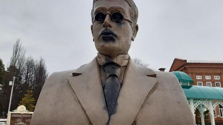 В Чистополе вандалы осквернили бюсты известных писателей