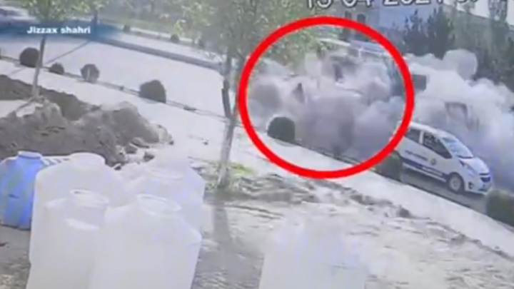 В Узбекистане взрывом газового баллона ранило двух пешеходов