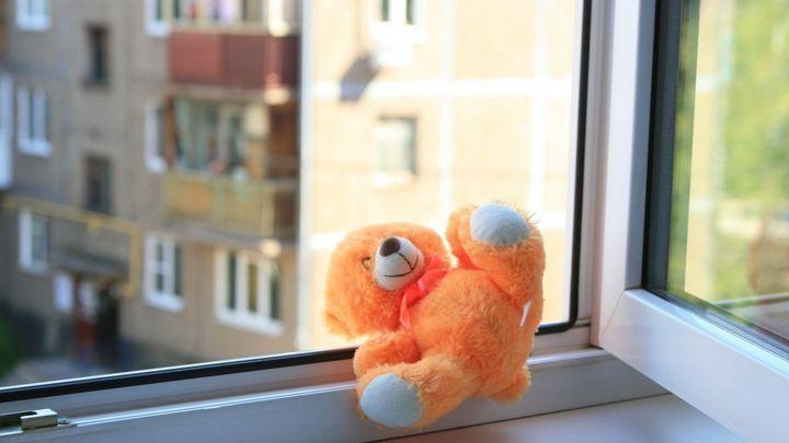 Трехлетний ребенок выпал из окна в Тульской области