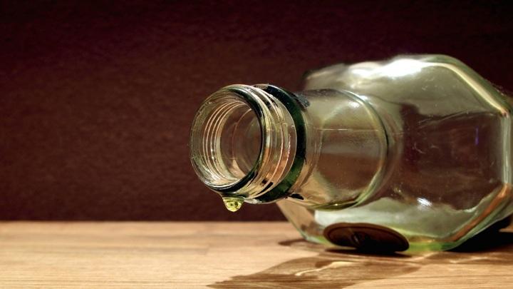 В Иркутской области бизнесмен пытался выкупить спирт у сотрудника полиции