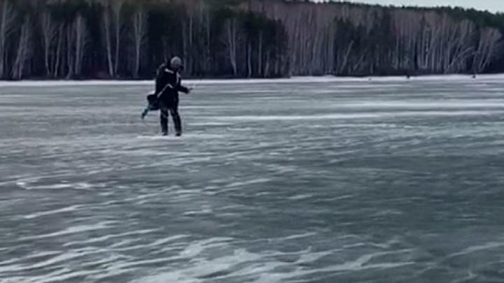 На Белоярском водохранилище спасены провалившиеся под лед рыбаки