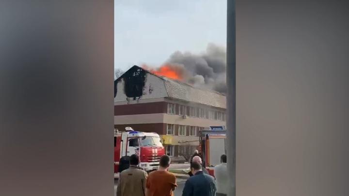 Пожар вспыхнул в офисном здании на юго-востоке Москвы