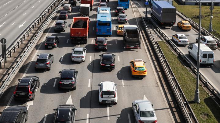 Станет безопаснее: заработали новые требования к оснащению четырехполосных дорог