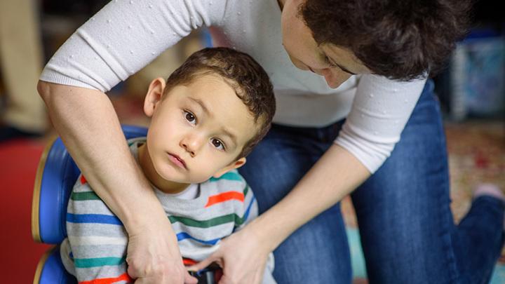 Нужна помощь: Азизу Сейдалиеву требуется инвалидное кресло-коляска