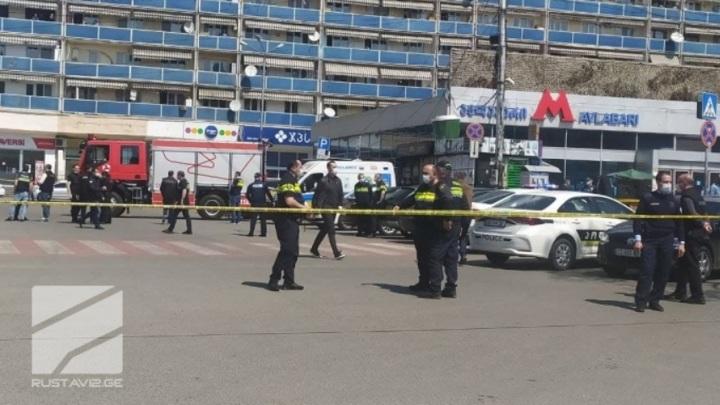 Тбилисский налетчик отпустил одну заложницу
