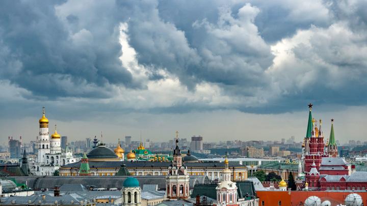 К Москве подошел настоящий шторм