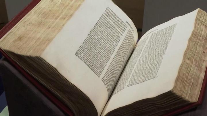 Аукционный дом Christie`s показал коллекцию средневековых книг