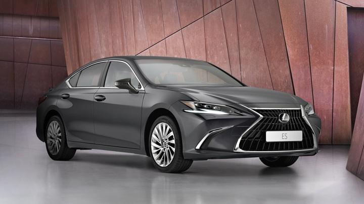Lexus показал обновленный бизнес-седан ES с сенсорным экраном
