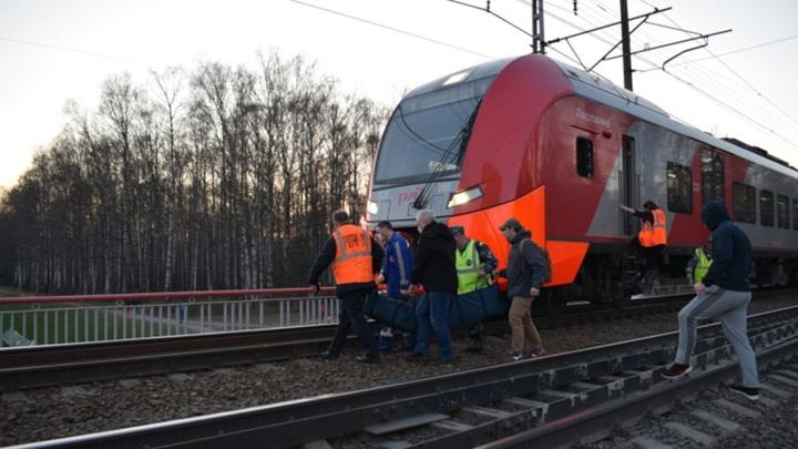 В Петербурге мужчину сбила скоростная электричка