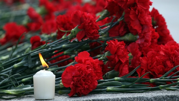 В Новочеркасске объявили траур по погибшим в аварии пятерым подросткам