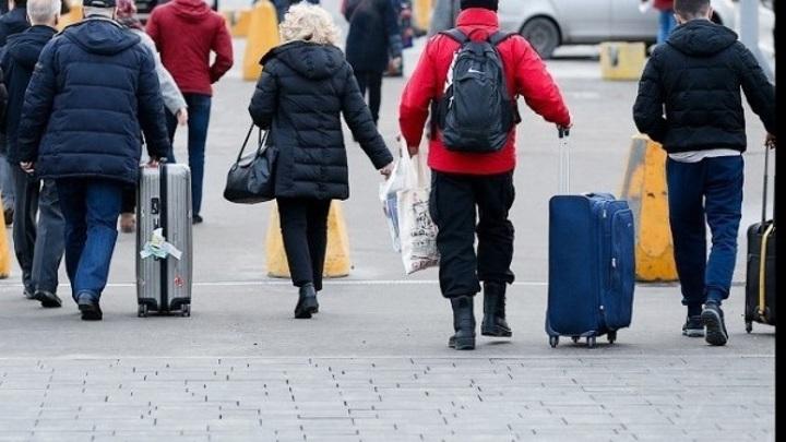 Туристы завозят в Россию мутировавший штамм COVID-19