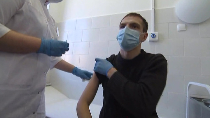 Гинцбург: после прививки антитела к коронавирусу могут сохраняться до трех лет
