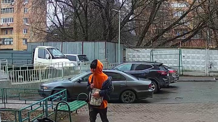 Юноша с ножом отнял у 13-летней девочки телефон в Подмосковье