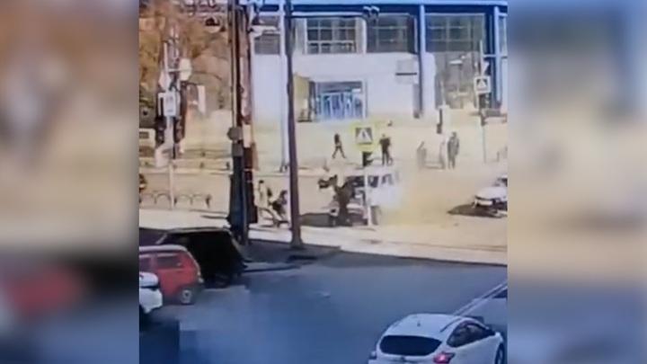Момент аварии с пятью пострадавшими в Тюмени попал на видео
