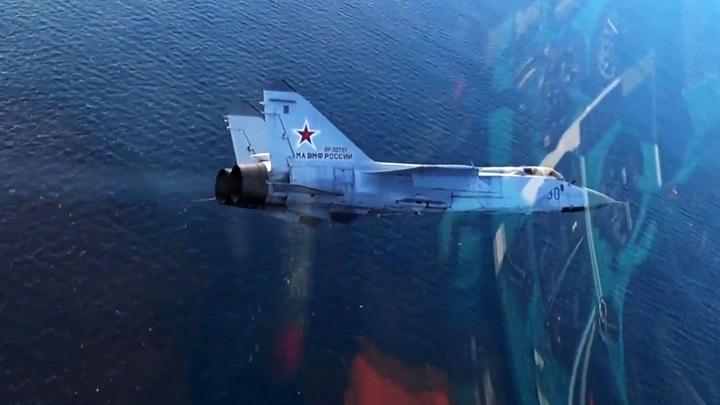 МиГ-31 не позволил разведчику США приблизиться к границам РФ