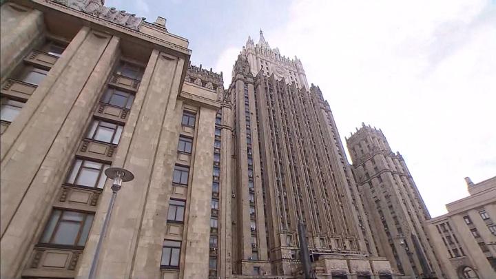 """Российские дипломаты в 54 странах спели легендарную """"Катюшу"""""""