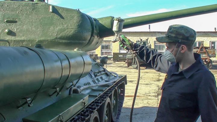 На Северном флоте начали готовить военную технику к параду