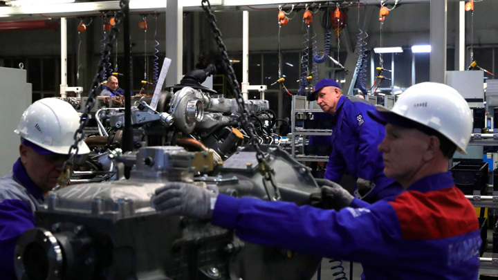 "Три тысячи роботов установят на линиях ""КамАЗа"""