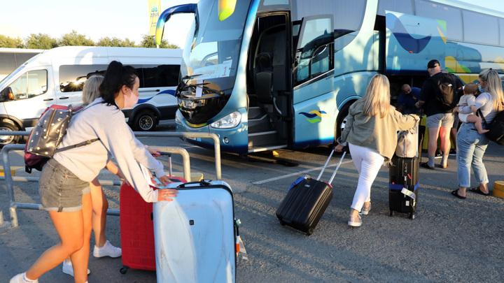 Кипр открывает границы для привитых от коронавируса туристов