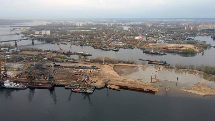 В Самаре затопило грузовой порт на Волге