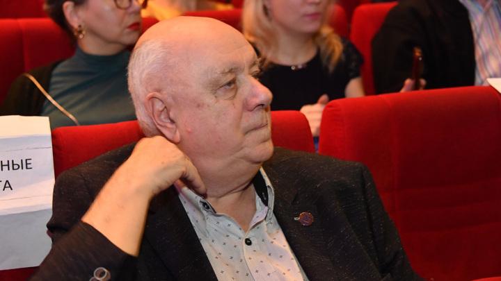 Драматург Инин попал в больницу