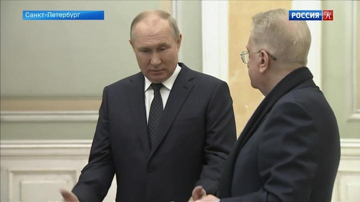 Путин подарил Эрмитажу комплект литургических предметов дочери АлександраII