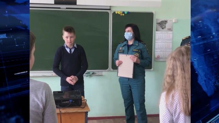 Юный смолянин получил награду от МЧС за спасение тонущего ребенка