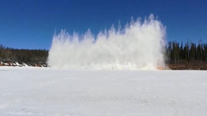 В Иркутской области на Нижней Тунгуске начали взрывать лед