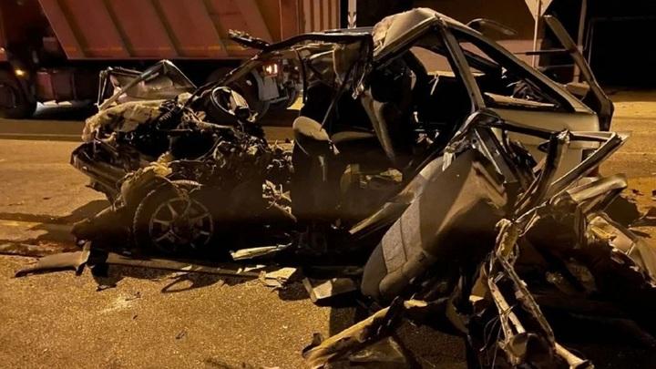 Опасный поворот: три человека погибли в аварии под Астраханью