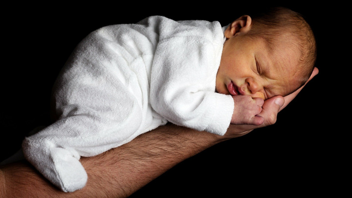 Уже в первые дни жизни ребёнка в его кишечнике формируется сообщество бактерий. Оно может многое рассказать об иммунитете и здоровье малыша.
