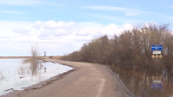 В Вологодской области затопило дорогу к одному из жилых массивов