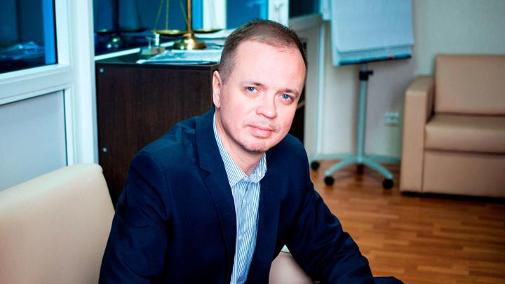 Адвокат Сафронова и Цуркан покинул страну