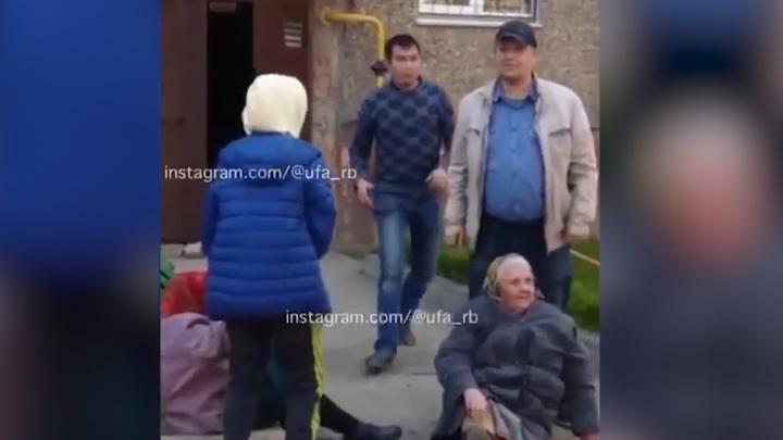 Пьяный уфимец набросился с кулаками на двух бабушек