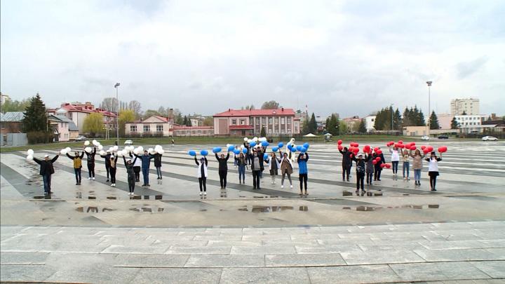 День весны и труда россияне встретили концертами и субботниками